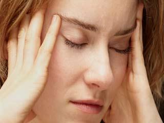क्यों कई महिलाओं के जीवन की सच्चाई है सिरदर्द