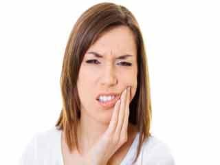 दांतों की इन 7 समस्याओं का खुद से कर सकते हैं उपचार