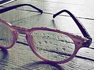 चश्मे के निशान से छुटकारा पाने के 7 घरेलू उपाय