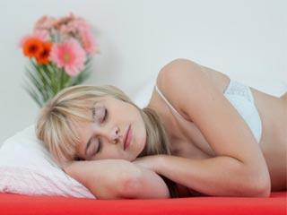 क्या सही है सोते समय ब्रा पहनना