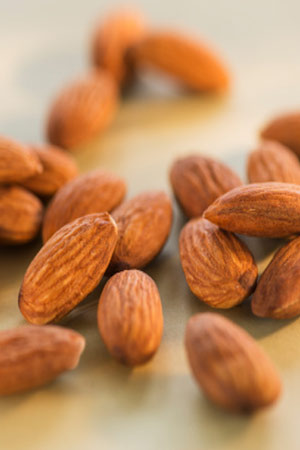 almonds in Hindi