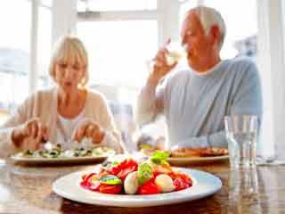 खाने की इन आदतों को अपनाकर बढ़ायें अपनी उम्र
