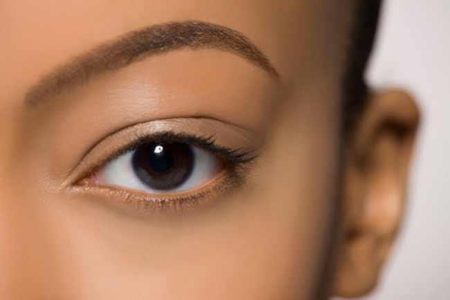 काली आंखें