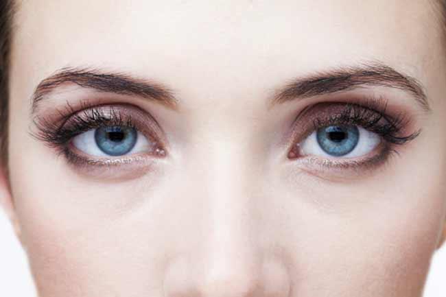 ब्लू आंखें