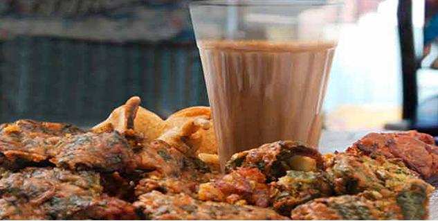 Harmful Monsoon Snacks in Hindi