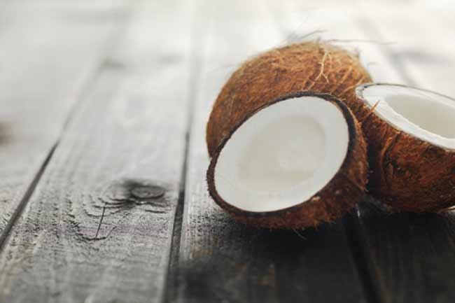 नारियल और धन्वंतरी तेल