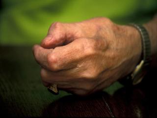 हाथों की पकड़ मजबूत करने के लिये करें ये आसान एक्सरसाइज