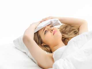 देर रात की ये 8 आदतें उड़ा रही हैं आपकी नींद