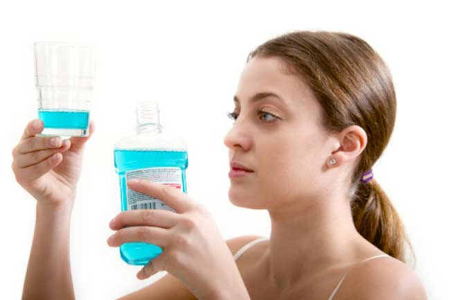 Gargle With Alcohol-Free Mouthwash