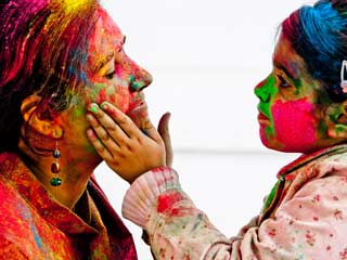 How to Remove Holi Colours from Skin