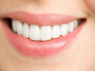इन हैरान करने वाले तरीकों से भी दांतों को होता है नुकसान