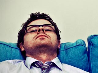 आपकी एनर्जी को कम करती हैं रोजाना की ये 7 आदतें
