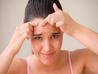 इन 6 संकेतों से जानें कि आपकी त्वचा पर दिख रहा है तनाव