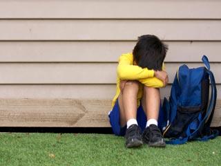 इन 8 संकेतों से जानें स्कूल में आपका बच्चा किया जा रहा परेशान