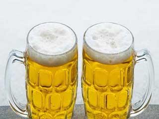 बीयर के प्रयोग से बालों को होते हैं ये 7 फायदे
