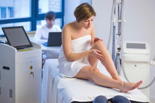 चोटिल या घाववाली त्वचा पर वैक्सिंग से बचें