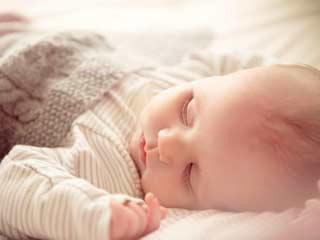 शिशुओं के लिए नुकसानदेह है दोपहर की नींद
