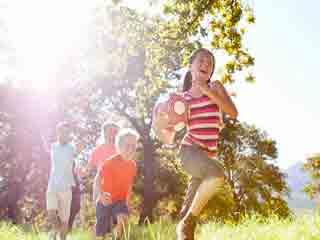 गर्मी में बच्चों को सुरक्षित रखने के 7 उपाय