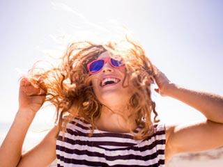 धूप से बालों की सुरक्षा करने के आसान टिप्स