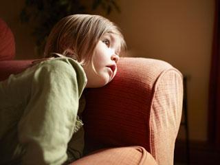 बच्चों को सामान्य मानसिक आघात से बचाने के 4 तरीके