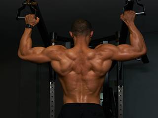 मांसपेशियों को मजबूत बनाने के लिए कब और क्या खायें