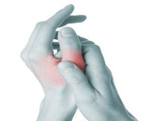 अंगूठे के दर्द के 4 कारण और 5 तरह के उपचार