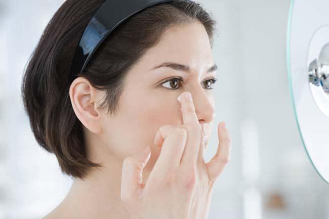 आंखों की सूजन दूर करें