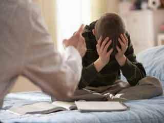 अपने बच्चे को सजा देने के लिए कभी न करें ये 5 चीजें