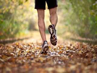 जागिंग या दौड़ने के अलावा टहलना भी है एक विकल्प