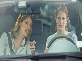 क्या ड्राइविंग के दौरान सही तरीके से बैठते हैं आप