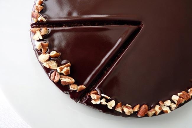 नट्स और डार्क चॉकलेट