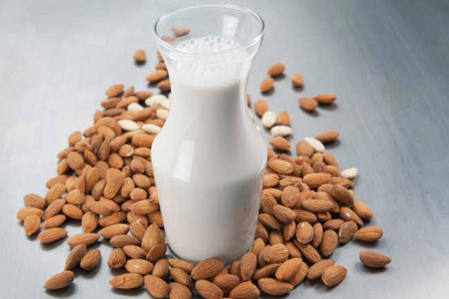 बादाम दूध