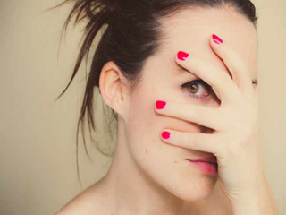 गलत इंसान के साथ डेटिंग से बचा सकती हैं ये चीजें