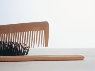 लकड़ी की कंघी के इस्तेमाल के हैं ये फायदे