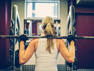 महिलाओं द्वारा वजन प्रशिक्षण से प्यार की हैं ये पांच वजहें