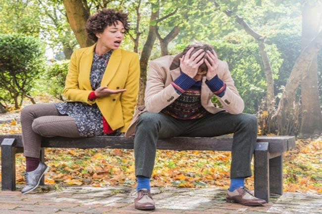 रिश्ते से प्यार दूर कर देती हैं ये आदतें