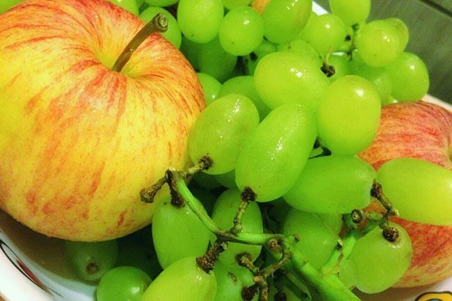 सेब और अंगूर
