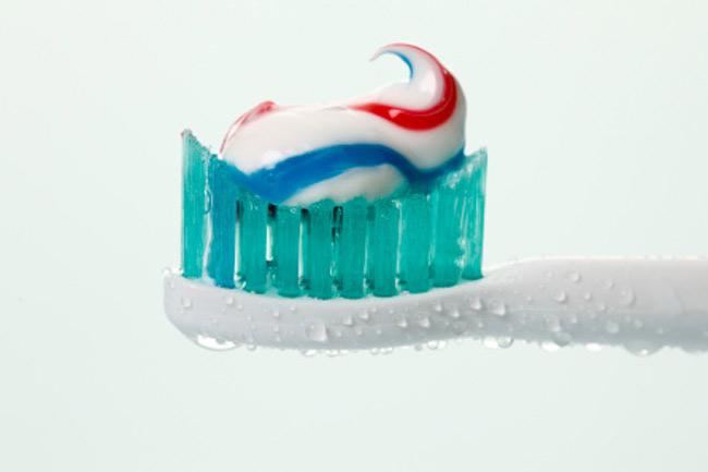 टूथपेस्ट या एल्कोहॉल