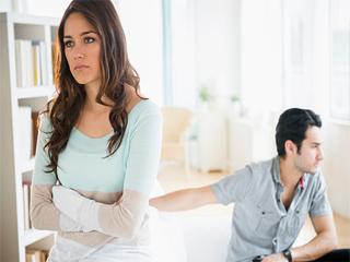 जरूरत से ज्यादा प्यार आपके रिश्ते में घोल सकता है जहर