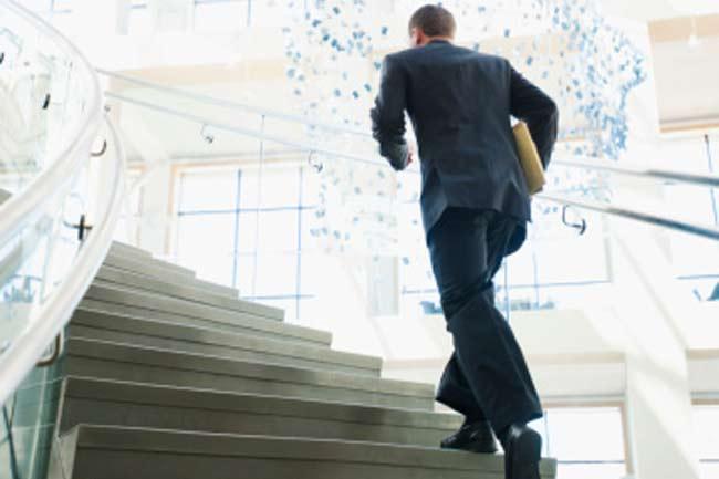 लिफ्ट की जगह सीढ़ियां लें