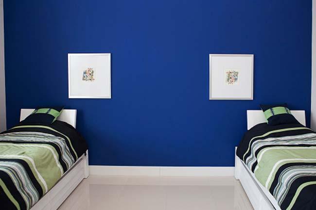 घर की नीली दीवारें