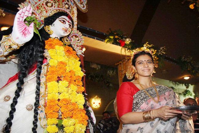 काजोल बच्चों के साथ मनाती है दुर्गा पूजा