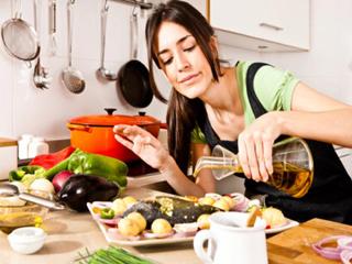 खाना पकाने के लिए नारियल या ऑलिव ऑयल में से कौन है बेहतर