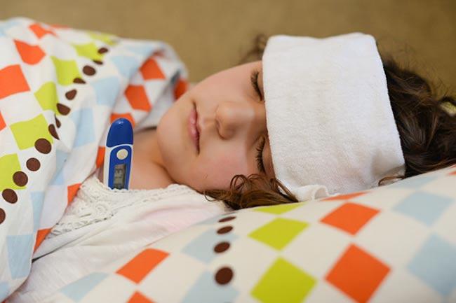 वायरल इंफेक्शन से ग्रस्त बच्चे की देखभाल