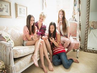 जानें क्यों सहेलियों के साथ समय बिताने से आपको मिलता है सुकून