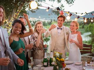 शादी के दौरान यूं करें किसी को आकर्षित