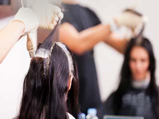 बालों को कलर कराते समय ध्यान रखें ये बातें