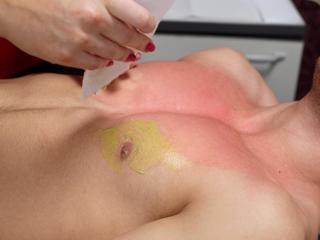 सही तैयारी करें और त्वचा पर टेस्ट करें
