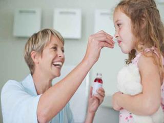 बच्चे को कफ और कोल्ड की दवा देते समय क्या करें और क्या न करें