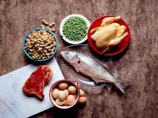 इन 5 पोषक तत्वों की कमी के कारण ज्यादा खाते हैं आप